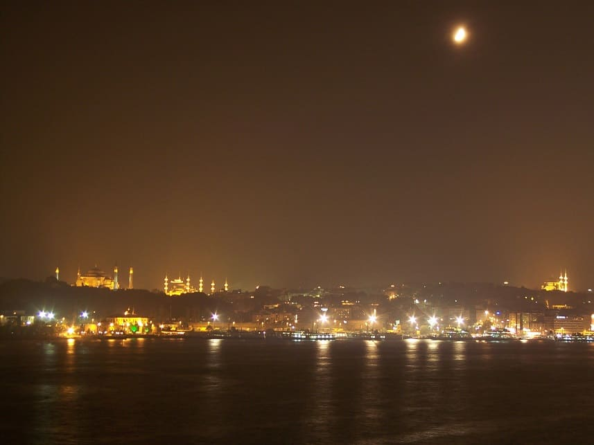 Crusing as a Way of Travel - Istanbul at Night