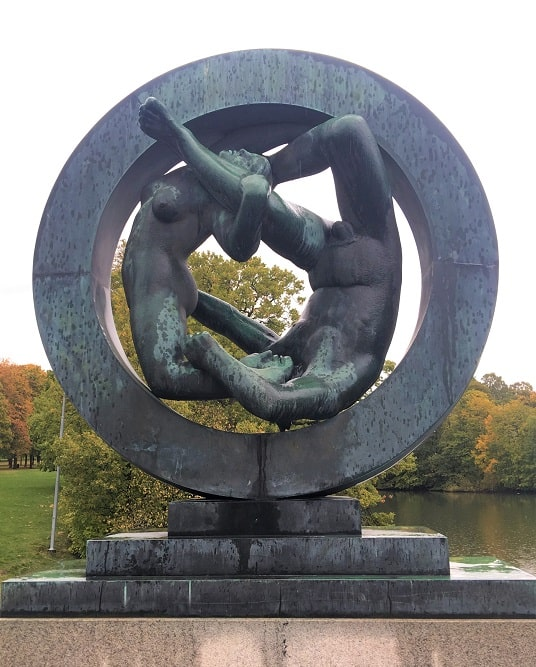 Vigeland Statue in Granite : Man & Woman In a Circle