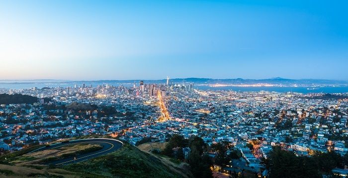 Night vew of San Francisco seen from Twin Peaks