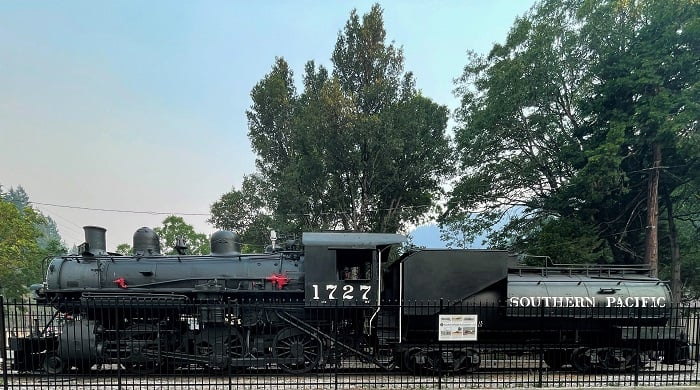 Dunsmuir - SP Locomotive 1727
