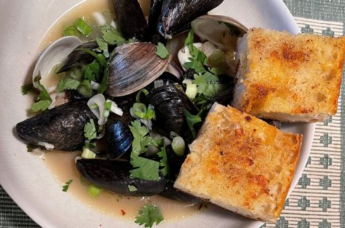 Steamed Mussels-and-Clams-Steam with-White-Wine-Butter-and-Garlic